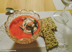 Kalte Peperonisuppe mit Blutorangensaft / cold red pepper soup with juice of blood oranges