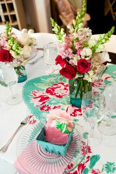 Adore the red and turquoise color combination for this vintage inspired tablescape! Notice the strawberry cookies as the parting gift! #baby_shower #bridal_shower