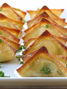 Baked Cream Cheese Wontons Easy and delicious appetizer recipe. Baked not fried! Crispy wonton skin wrapped around ooey-gooey seasoned cream cheese dipped in a sweet tangy sauce. Finger Food Appetizers, Yummy Appetizers, Appetizers For Party, Finger Foods, Appetizer Recipes, Freezable Appetizers, Avacado Appetizers, Prociutto Appetizers, Mexican Appetizers