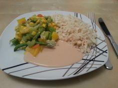 Blumenkohlreis mit Wok-Gemüse und Erdnusssoße