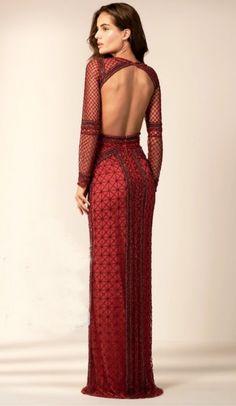39bb9d6420 Vestido vermelho longo bordado com decote nas costas e manga longa