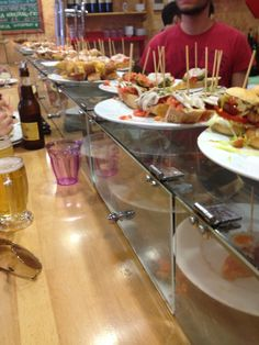 Your stay in Barcelona Paella, Places To Eat, Tapas, Barcelona, Beer, Restaurant, Canning, Drinks, Food