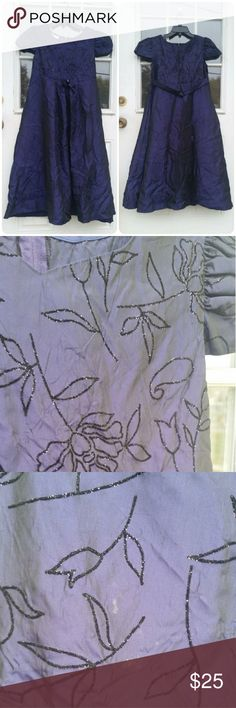 Vintage Union made dress. Vintage Union made dress, size 14 1/2. Does have some small stains on, so please be sure to see all pictures. This dress is a dark purple color in person. Vintage Dresses
