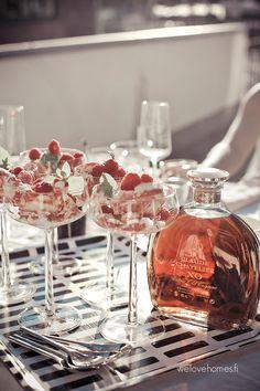 Iittala Essence cocktail l or yummy desserts too! Holiday Drinks, Fun Drinks, Dinnerware Inspiration, Finnish Cuisine, Tapas Bar, Marimekko, Scandinavian Design, Food Inspiration, Sweet Recipes