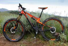 Scott& new Genius 700 Tuned Plus is the perfect blend between fat bike and full suspension enduro machine. E Mountain Bike, Mountain Bike Reviews, Mountain Bike Accessories, Cool Bike Accessories, Downhill Bike, Fat Bike, Bike Seat, Bike Design, Hard Bodies