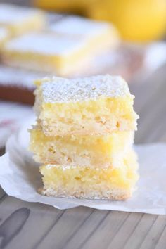 These really are the best lemon bars on the planet with the perfect ratio of buttery crust to delicious, creamy, ultra-lemony filling. Dessert Cups, My Dessert, Dessert Recipes, Pudding Desserts, Lemon Cake Bars, Best Lemon Bars, Easy Lemon Curd, Lemon Curd Filling, Drop Sugar Cookies