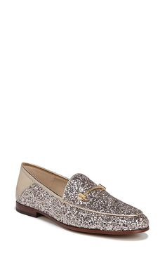 These glitter flats are not only perfect for any holiday event but to get them as a gift as well. Loafers For Women, Loafers Men, Glitter Flats, Mocassins, Holiday Gift Guide, Body, Oxford Shoes, Dress Shoes, Zara