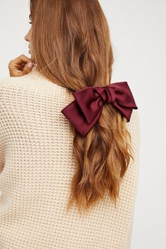 13 Extra AF Accessories for All Your Holiday Parties Can't get enough of this silky bow holiday look. Baddie Hairstyles, Indian Hairstyles, Headband Hairstyles, Weave Hairstyles, Thin Hair Styles For Women, Natural Hair Styles, Short Hair Styles, Trendy Haircuts, Girl Haircuts