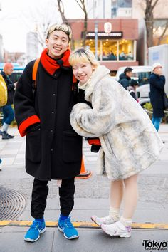 Happy Harajuku Duo in Winter Street Styles w/ Faux Fur Coat, The Virgin Mary Sweater & Tabi Sneakers Japanese Street Fashion, Tokyo Fashion, Harajuku Fashion, Mens Fashion, Fashion Trends, Quirky Fashion, Lolita Fashion, Tokyo Style, Dark Winter