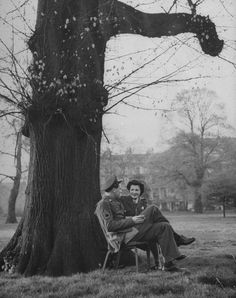 American soldier & his English girlfriend chatting on bench in Hyde Park 1944