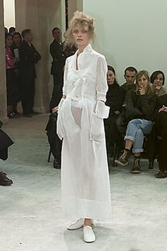 Comme des Garçons Spring 2000 Ready-to-Wear Fashion Show - Rei Kawakubo