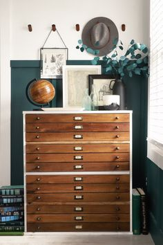 LOVE this amazing DIY tweak! A standard Target dresser gets a makeover to resemble a vintage map drawer! via I Spy DIY Map Drawers, Dresser Drawers, Ikea Dresser, Wooden Drawers, Home Renovation, Home Remodeling, Diy Home Decor For Apartments, Decoration Chic, I Spy Diy