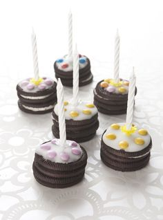 Oreo birthday cakes -two oreo cookies -sugar coating -smarties - birthday candles Source: flairathome. Birthday Cake Kids Boys, Birthday Treats, Cake Birthday, Good Food, Yummy Food, Cakes For Boys, Food Humor, Mini Cakes, Cakes And More