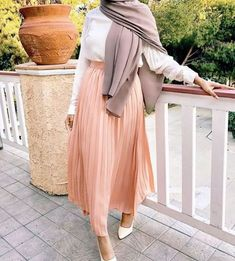 Hijab trend spring fashion – Just Trendy Girls Muslim Fashion, Modest Fashion, Hijab Fashion, Girl Fashion, Fashion Outfits, Trendy Fashion, Modest Outfits, Classy Outfits, Modest Clothing