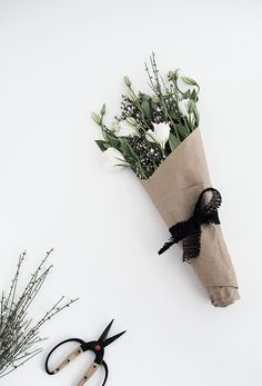 how to wrap flowers - craft paper with burlap loop