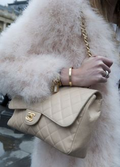 Style for me! Love the mix of subtly different neutrals with gold accents courtesy of Chanel, Hermes and Cartier. Coco Chanel, Chanel Jumbo, Look Fashion, Womens Fashion, Fashion Spring, Fashion Fashion, Chanel Couture, Inspiration Mode, Looks Chic