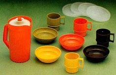tupperware cups and bowls
