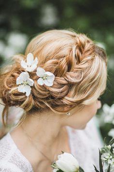 spring wedding hairstyle прическа невесты с цветами