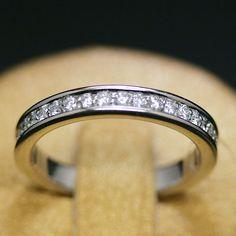 anello-riviera-ora-bianco-e-diamanti-fasciato