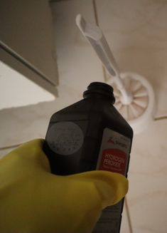 How To Clean Your Home With Hydrogen Peroxide - Cottage Notes Window Cleaning Tips, Diy Home Cleaning, Household Cleaning Tips, House Cleaning Tips, Diy Cleaning Products, Cleaning Solutions, Deep Cleaning, Cleaning Hacks, Cleaning Supplies
