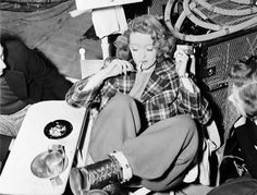 Behind the scenes of Dark Victory (1939)  #darkvictory #candid #actress #beautiful #bettedavis #classic #icon #igdaily #love #oldhollywood #vintage #rarebette #1930s