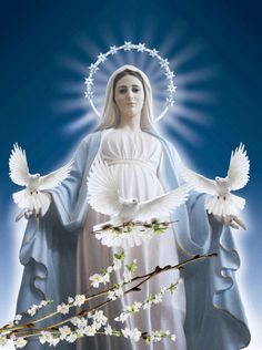 Queen of Heaven - The title of the Blessed Virgin Mary and the goddess Isis of Egypt Jesus Mother, Blessed Mother Mary, Divine Mother, Blessed Virgin Mary, Mama Mary, Mother Mary Images, Images Of Mary, Pictures Of Jesus Christ, Religious Pictures
