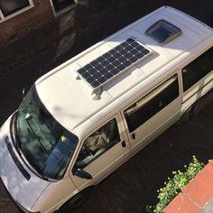 Hier nochmal gut von oben zu erkennen: Das Solarmodul und die Dachluke