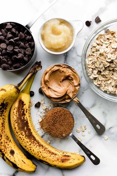 These healthy peanut butter banana oatmeal bars are gluten free, adaptable, soft-baked, incredibly flavorful, and very easy to make. Banana Oatmeal Bars, Peanut Butter Oatmeal Bars, Baked Oatmeal Cups, Chocolate Chip Oatmeal, Peanut Butter Banana, Oatmeal Cookies, Homemade Bagels, Homemade Sweets, Biscuits