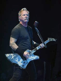 James Hetfield Photos - Singer/guitarist James Hetfield of Metallica performs during a stop of the band's WorldWired Tour at T-Mobile Arena on November 2018 in Las Vegas, Nevada. - Metallica In Concert - Las Vegas, NV James Hetfield Wife, James Hetfield Young, James Hetfield Guitar, Pet Shop Boys, Metallica Music, James Hatfield, Dave Mustaine, Camila, Rock Music