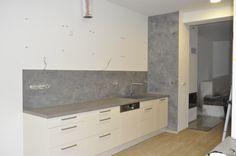 Dekorativní stěna za kuchyňskou linkou ze stěrky MicroBond a impregnace G.G. Sealer.