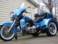 2011 Harley Tri Glide Boy Toys, Toys For Boys, Harley Davidson Trike, Old School Chopper, Custom Trikes, Motorbikes, Cars Motorcycles, Addiction, Big