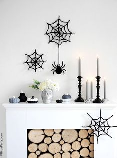 Halloween Mantel DIY Modern Décor -neutral, black and white monochrome craft projects for a easy and inexpensive Halloween décor! #halloween #diy #crafts #halloweendecor #halloweenathome #halloweendecor #halloweencrafts #halloweendiy #halloweenblackandwhite #blackandwhitehalloween #modernhalloween #neutralhalloween Cocktails Halloween, Halloween Themed Food, Fun Halloween Crafts, Festive Crafts, Diy Halloween Decorations, Halloween Party, Halloween Projects, Scary Halloween, Happy Halloween