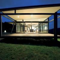 Designed by Sydney-based firm BVN Architecture, the Mann House is a one-story modern glass house located on a ridge that faces Paroa Bay Minimalist House Design, Minimalist Home, Modern Glass House, Luxury Holidays, Luxury Real Estate, Building Design, My Dream Home, Future House, Luxury Homes