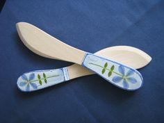 Ręcznie zdobione nożyki do masła.