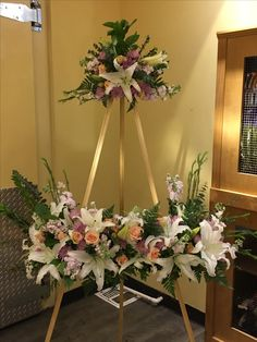 Funeral spray with room for a picture in the middle Funeral Floral Arrangements, Creative Flower Arrangements, Church Flower Arrangements, Altar Decorations, Wedding Decorations, Funeral Thank You Notes, Funeral Sprays, Casket Sprays, Cemetery Flowers
