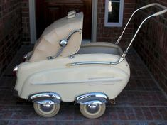 Fabulous antique baby stoller made by a German car company, Frankonia, in the early 50's.