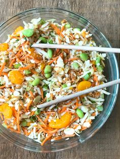 This 21 Day Fix Ramen Noodle Salad is a healthy remake of the classic potluck favorite! It's made with a low sugar, olive oil based dressing, crispy brown rice ramen noodle topping, and tons of veggies. Gluten Free Ramen Noodles, Healthy Ramen Noodles, Healthy Potluck, Potluck Salad, Healthy Salads, Healthy Eats, Greek Recipes, Quick Recipes, Healthy Recipes