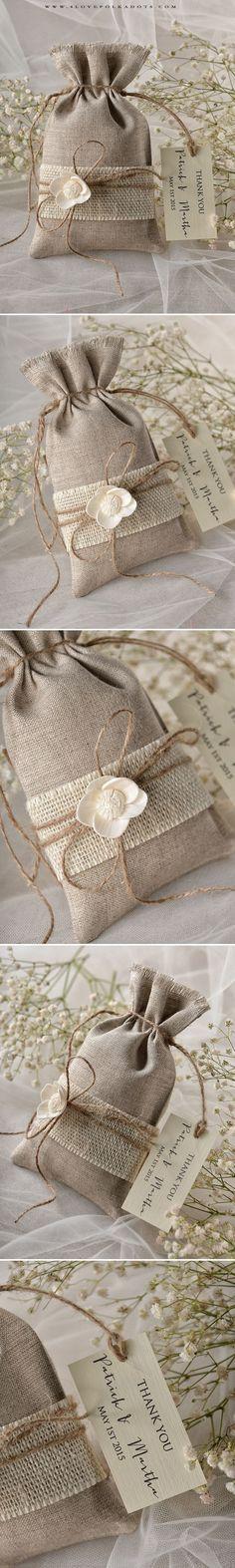 Wedding Linen Favor Bags with paper tag #weddingideas #favorbags #summerwedding #gardenwedding