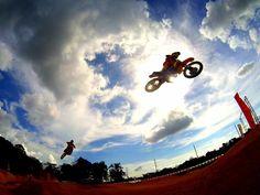 Algunos disfrutando al máximo sus #cámaras #Drift el #FinDeSemana! Espectacular foto de #Motocross con la #DriftGhostS. #LiveOutsideTheBox!