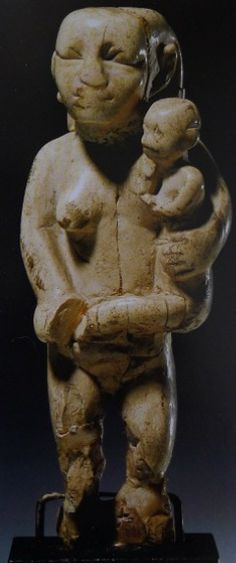 Mother and child Egypt, late predynasic/Naqada III, c. 3100-3000 BC, ivory, h. 7.5 cm Staatliche Museen zu Berlin