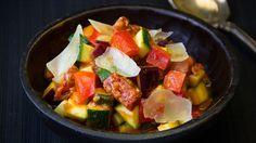 Rezept: Pisto Manchego mit viel Gemüse & Chorizo.  Weinempfehlung: Tempranillo aus La Mancha