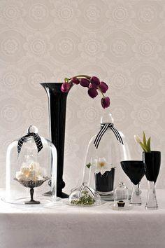 Swart & wit met kleur Vase, Colour, Black And White, Home Decor, Color, Decoration Home, Black N White, Room Decor, Black White