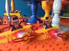Nossos aviões tubetes para o Mundo do Bita com decor linda e colorida por @lorenarrossoni #scrapfesta #byjackiesotero #personalizadosemscrap #festamundodobita #mundodobita #tubetedecorado #caixaspersonalizadas #caixasguloseimas #caixasemscrap