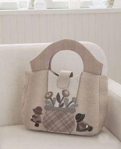 How to make tutorial Sunbonnet Sue Bag Handbag  purse women sewing quliting quilt patchwork applique pdf pattern patterns ebook. $5.00, via Etsy.