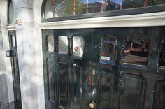 """@Ravonet (App Store Amsterdam - Prinsengracht 463): """"Als de deuren sluiten, is de #letterzegel nog steeds te zien! #grachtencode"""""""