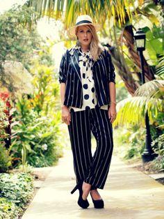 A gorgeous, preggers Beth Jones of #bjonesstyle in a blouse from #crossroadstrading