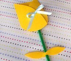 Preschool Crafts for Kids*: Mothers Day Tulip Card Craft Easy Mother's Day Crafts, Mothers Day Crafts For Kids, Mothers Day Cards, Spring Crafts, Holiday Crafts, Preschool Crafts, Kids Crafts, Teach Preschool, Preschool Ideas