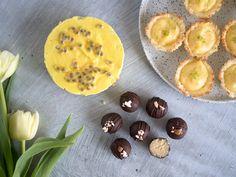Nyttigare påskgodis – Här kommer tre recept på sötsaker som passar perfekt till påsk! Testa Coconut nest med lemon curd, hemmagjord marsipan och påsk-gul raw cheesecake. Nyttigare påskgodis för alla!