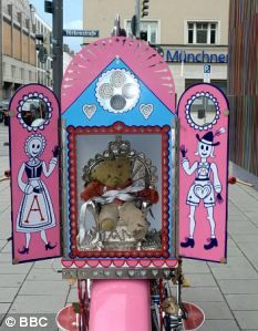 Grayson Perry was paid by Radio 4 to ride round Germany on a customised pink motorcycle with his childhood teddy, called Alan Measles, encased in a shrine on the back. Pink Motorcycle, Women Motorcycle, Motorcycle Helmets, Ducati Monster Custom, Grayson Perry, Stick And Poke, English Artists, Weird Art, Art Of Living