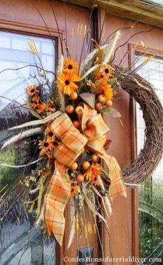 DIY Inspirations Fall Wreaths Ideas Part 25 Diy Fall Wreath, Autumn Wreaths, Wreath Crafts, Holiday Wreaths, Wreath Ideas, Spring Wreaths, Summer Wreath, Fall Halloween, Halloween Wreaths